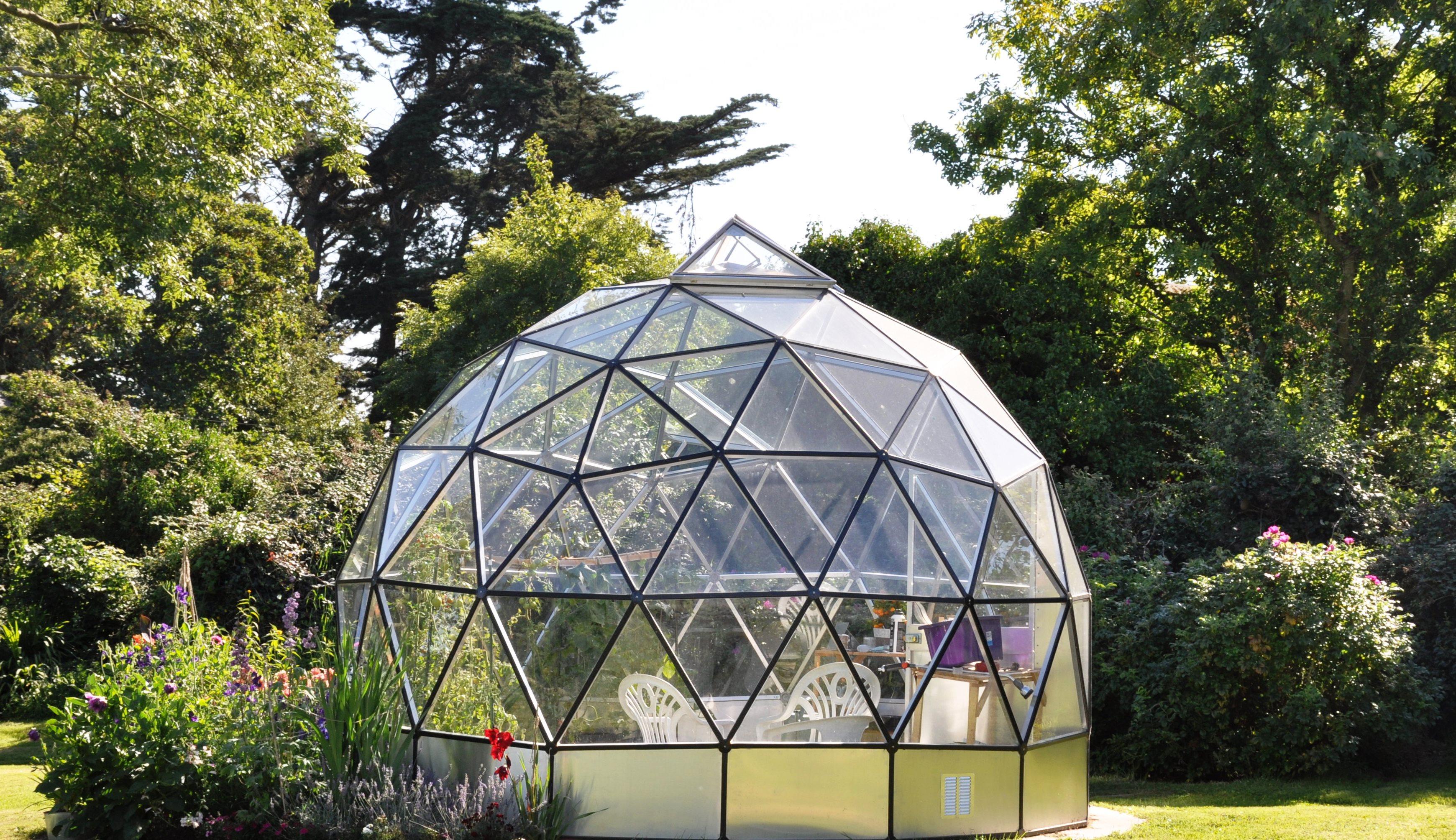 Invernaderos de metal domos geod sicos geodesic domes - Invernadero en terraza ...